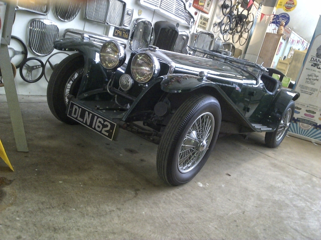 """Classic cars at """"Oil Can Cafe"""" Hepworth"""